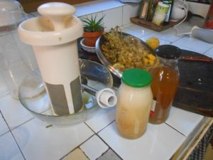 Two options:  With the black lid the traditional recipe. With the green lid a more concentrate juice made with Chufamix.