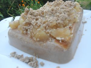 Walnut gelatin served us a cold cake, with apple compote and walnut pulp topping. Uhhmmmm!!